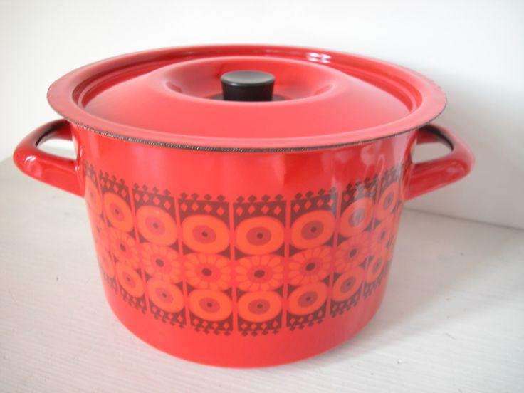 """FINEL """"DAISY"""" pot pan by Kaj Franck for Arabia Finland enamel by dutchdetails on Etsy https://www.etsy.com/uk/listing/130944116/finel-daisy-pot-pan-by-kaj-franck-for"""