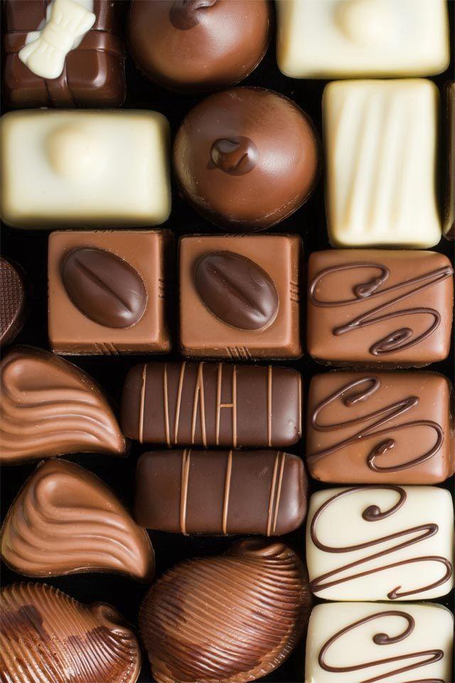 Jugar con las formas de los chocolates, armar una especie de tetris o rompe cabezas y que no sea vea la superficie donde están apoyados.