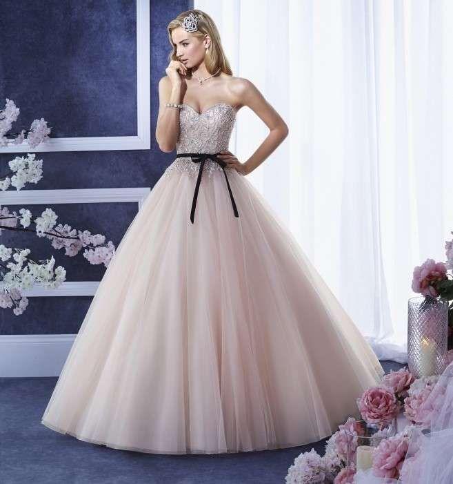Super Oltre 25 fantastiche idee su Abiti da sposa rosa su Pinterest  KF17