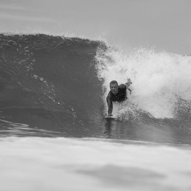 #dafin #dafinhi #handplane #lebucheron #lebucherondelamer #bodysurf #bodysurfing #torpedopeople #palmipede #wood #handmade #madeinbretagne #handsurf #disign #blackandwhite / @dafineurope / photo de @thomas_deregnieaux_photography