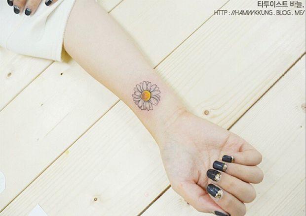 Tattooist Banul é uma artista coreana que cria diversos desenhos femininos e delicados na pele das pessoas. Conheça seu trabalho e inspire-se!