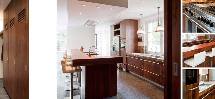 Maatwerk landelijk klassiek - keuken - spoel en kook eiland - kasten tot plafond - Viking fornuis doorgezet als handgrepen in de keuken - houten barblad - verlaagd plafond met plafondunit - kasten met maatwerk lockerdeuren - The Living Kitchen by Paul van de Kooi