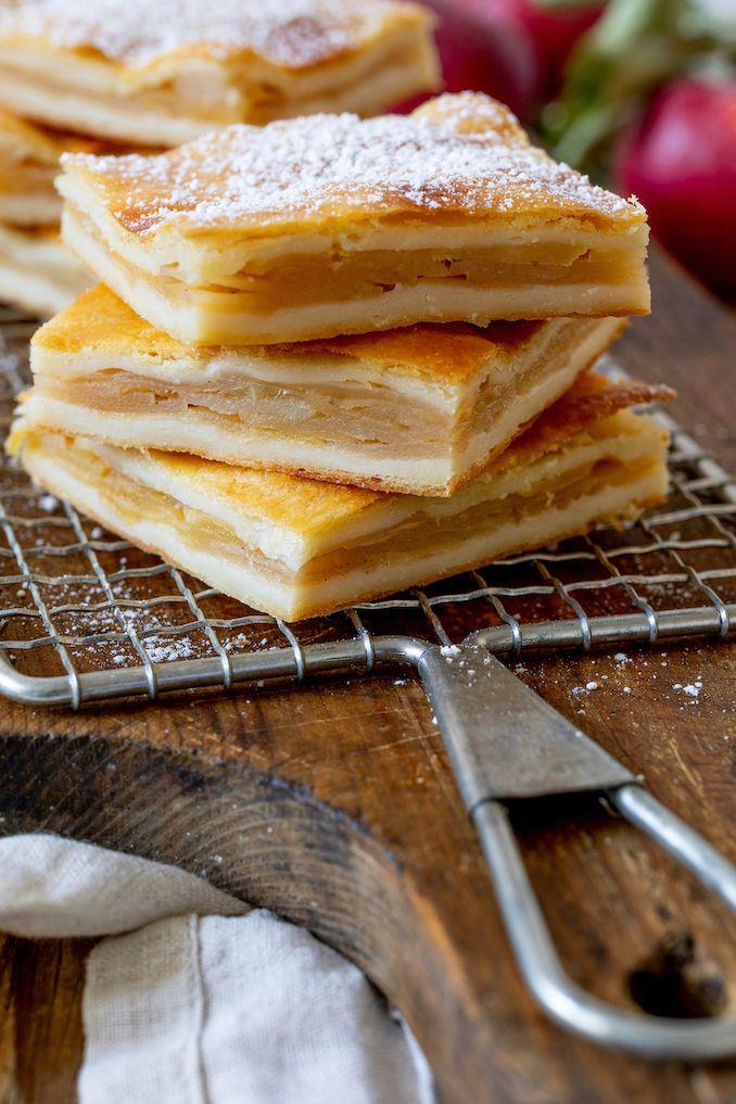 Apfelschlangerl – Gedeckter Apfelkuchen aus Topfenteig