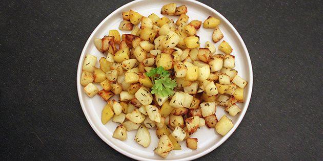 Sprøde kartoffeltern, der bages i ovnen med godt med smør.