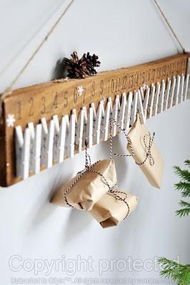 Miren, esta es una fácil y original manera de hacer un calendario de adviento. Un regalito cada día para marcar cada día que la navidad está mas cerca.