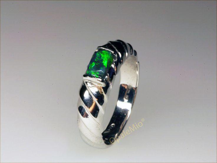 Anello in argento e opale nero naturaleaustraliano australian natural black opal silver ring minerals gems jewellery