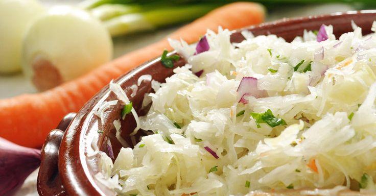 La lacto-fermentation conserve les aliments tout en augmentant leur valeur nutritive. Le sel et le manque d'air développent de l'acide lactique qui augmente avec le temps, la production…