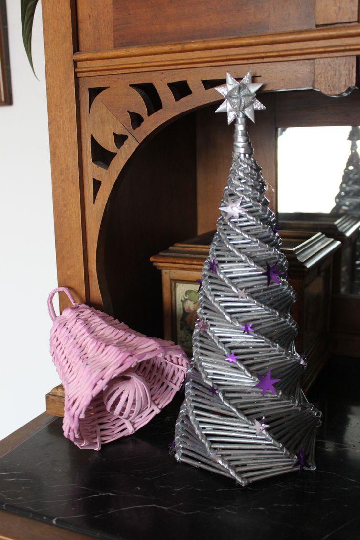 Stromek se zvonkem z papírových ruliček
