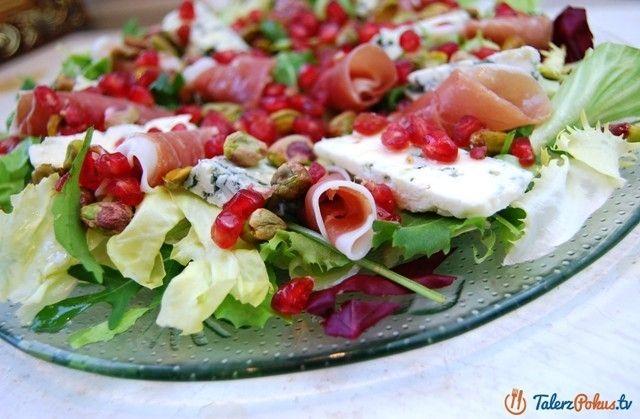 Lekka, pełna smaku i świetnie skomponowana sałatka z szynką, serem i granatem. Szynka i ser świetnie się uzupełniają, pistacje nadają sałatce chrupkości a pestki granatu orzeźwienia. Całość jest naprawdę wystrzałowa :D Jeśli...