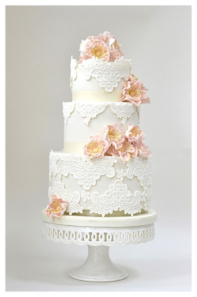 lace and gold wedding cake // Rosalind Miller