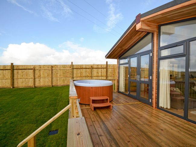 Trelow Lodge, Padstow, Cornwall, England, Sleeps 6, Bedrooms 3, Self-Catering Holiday Cottage With Woodburner And Hot Tub. Pet Friendly.