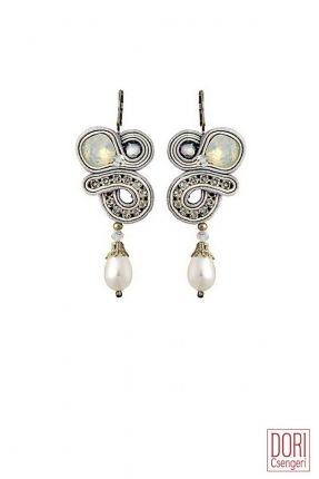 Forever delicate pearl drop bridal earrings by Dori Csengeri #doricsengeri #doribridal #bridalearrings #pearldropearrings #weddingearrings #doricouturejewelry #couturejewelry