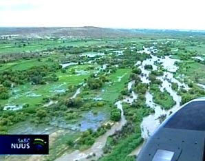 Soweto, ECape Floods | Heavy floods have forced community members to cross through overflowing rivers and have claimed a life. | Photo SABC