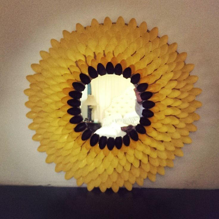 Diy sunflower mirror out of plastic spoons cardboard diy for Flowers made out of plastic spoons