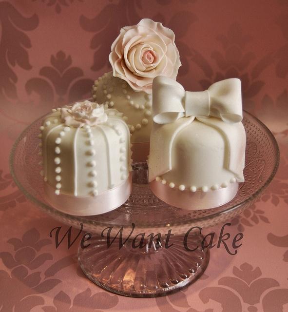Best 25 Mini Wedding Cupcakes Ideas On Pinterest