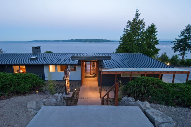 Mid century modernism on puget sound build llc mcm for Modern homes with metal roofs