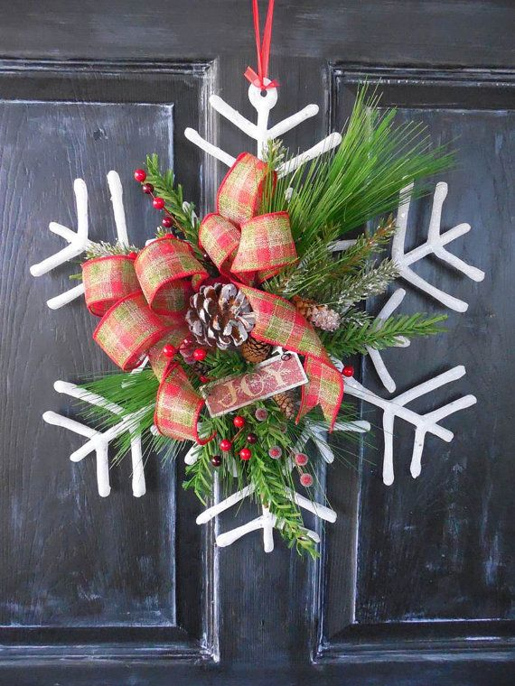 Beautiful Snowflake Wreath - I want this for my door!