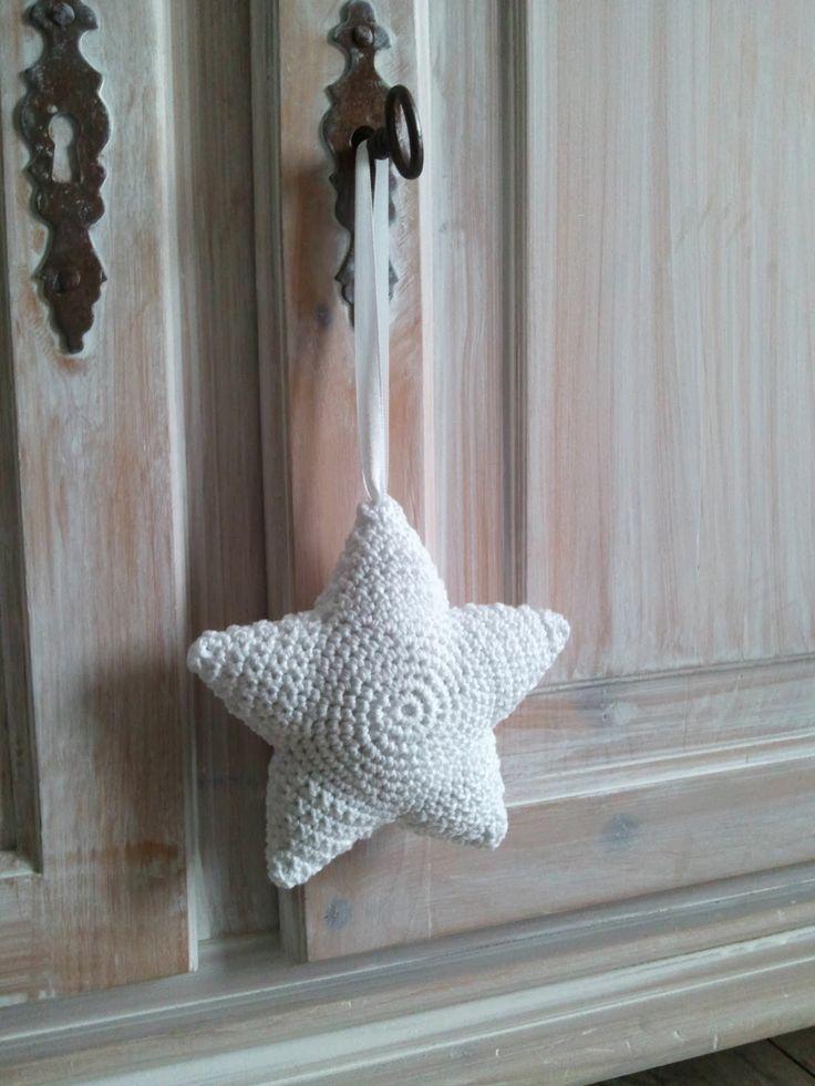 Van mijn nichtje Dieuwertje kreeg ik het patroon van deze ster. Klik hier