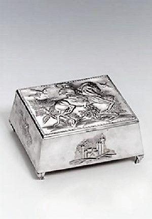 Vally Wieselthier (österreichisch, 1895 - 1945) Titel:     Deckeldose , um 1919  Medium:     silver Größe:     16,5 x 14,7 x 7,5 cm