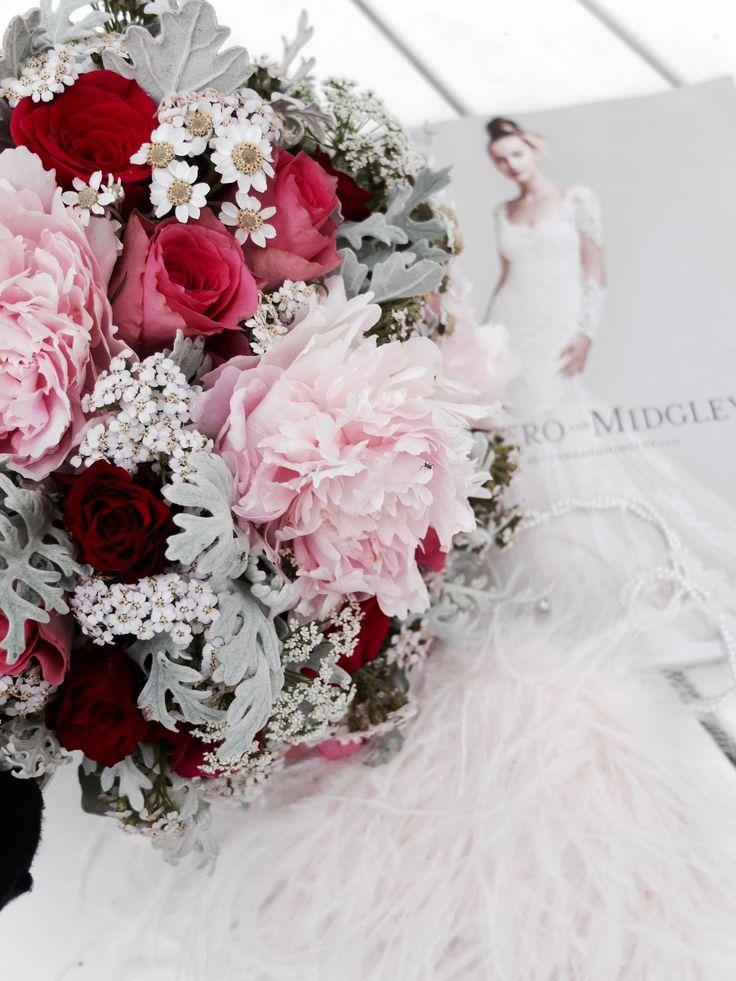 Romantisk brudebukett i vakre farger