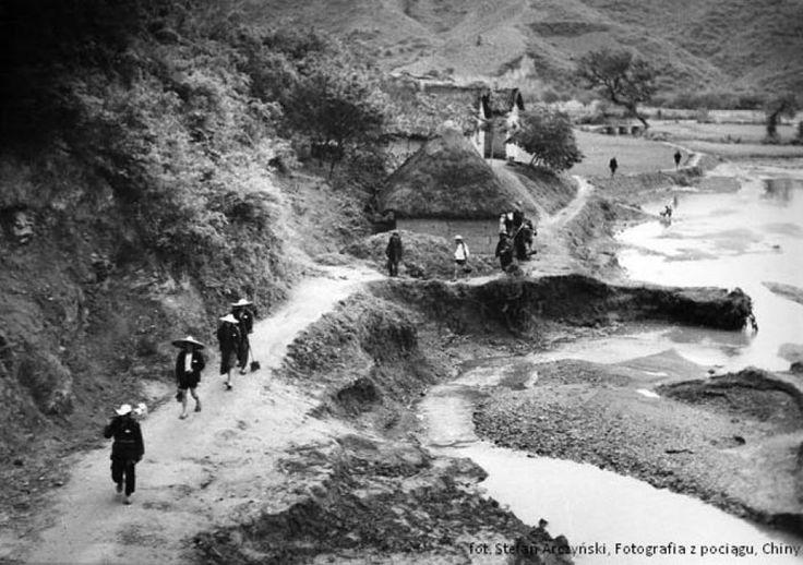 """Prace z wystawy """"Chiny"""" Stefana Arczyńskiego. Czarno-białe zdjęcia powstały ponad pół wieku temu, podczas podróży fotografa po Państwie Środka w 1959 roku."""