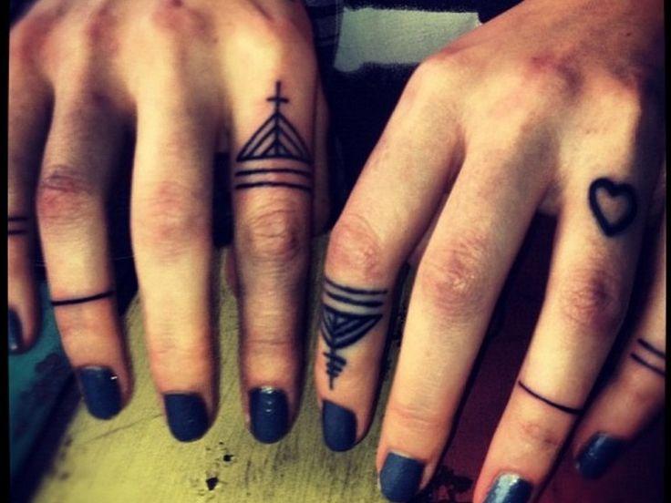 Фото и значение тату на пальцах рук для девушек и парней