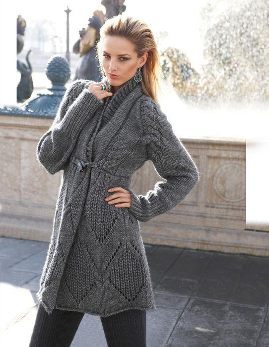модное вязаное пальто спицами на этот сезон