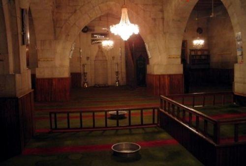 Ulu Cami  (Bayburt)Bayburt Ulu Camisi'nin, Anadolu Selçuklu Sultanı II.Gıyaseddin Mesut zamanında (1282-1298) yaptırıldığı sanılmaktadır. Ancak değişik tarihlerde gördüğü onarımlar nedeni ile orijinalliğinden büyük ölçüde uzaklaşmıştır. Vakıflar Genel Müdürlüğü 1967 yılında yapının tümünü onarmıştır. Bu onarımda caminin minaresi, mihrap önü kubbesine geçişi sağlayan mukarnaslı tromplardan bazıları ve ibadet mekanına açılan iki kapısı dışında yapının tamamı yenilenmiştir.