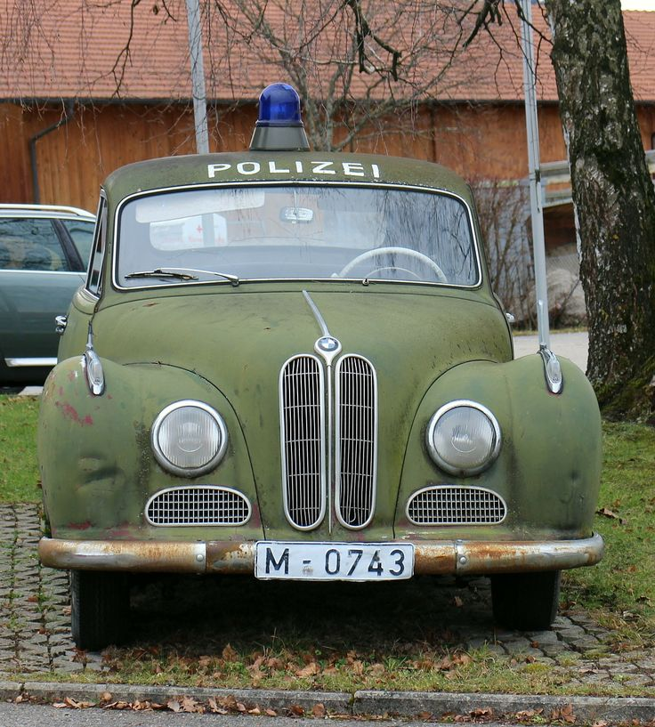 Old German police car | Photo by Antranias, public domain