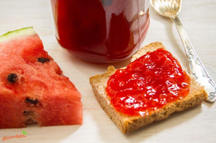Wassermelonen-Erdbeer-Konfitüre Meine liebsten Sommerfrüchte in einer Konfitüre. Mit diesem Rezept könnt ihr schnell und einfach Wassermelone und Erdbeere zu einer Konfitüre verarbeiten.