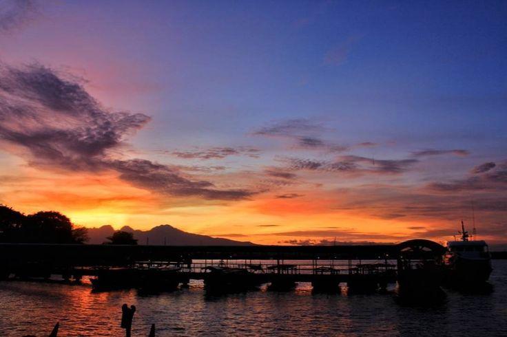 lokasi : Pelabuhan Kartini  taken by #jeparaphotographer: @dandelion.adv Lokasi : karimun jawa jepara    Tag temen/pasangan /keluarga kamu yang juga #pengentravelingjepara   mau foto kamu di repost? tag @jeparaphotographer   #awesomeplaceinjepara #awesomeplaceinindonesia #pengentraveling #pengenkepantai #indonesiaphotographers