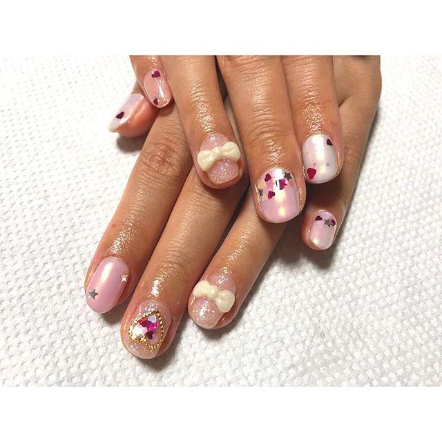 . この前のお友達ネイル💓 . 参考画像を元に…✨ . . . #nail #nailart #selfnail #self #pinknail #cutenails #3D #japan #heart #star #ribbon #ネイル #ネイルアート #セルフネイル #ゆめかわ #リボン #ハート #星 #オーロラヴェール #クロムパウダー #エンボス #ホログラム .