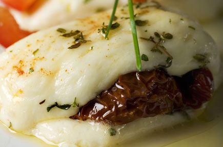 Συνταγές για ορεκτικά / Σαγανάκι Γεμιστό με Λιαστή Ντομάτα / thefoodproject.gr