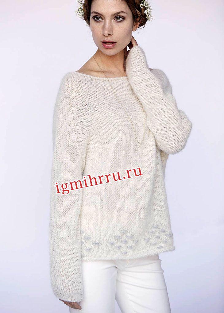 Просторный белый пуловер с «шашечками». Вязание спицами