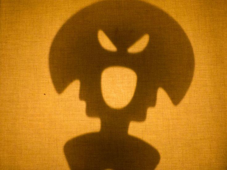 Juguemos con sombras! y asustando con Wakon #titeres #juguetes #toys #shadow