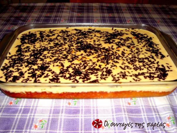 Η σύζευξη της κλασσικής πορτοκαλόπιτας με την αγαπημένη μας κρέμα αραβοσίτου!! Το προξενιό πέτυχε, απόλυτα!!!    ι χρειαζόμαστε:  500 γρμ φύλλο κρούστας ή Βηρυττού  1 κεσέ γιαούρτι 2%  1 ποτήρι του νερού ζάχαρη  1 ποτήρι του νερού καλαμποκέλαιο  4 αυγά  2 βανίλιες  ξύσμα ενός