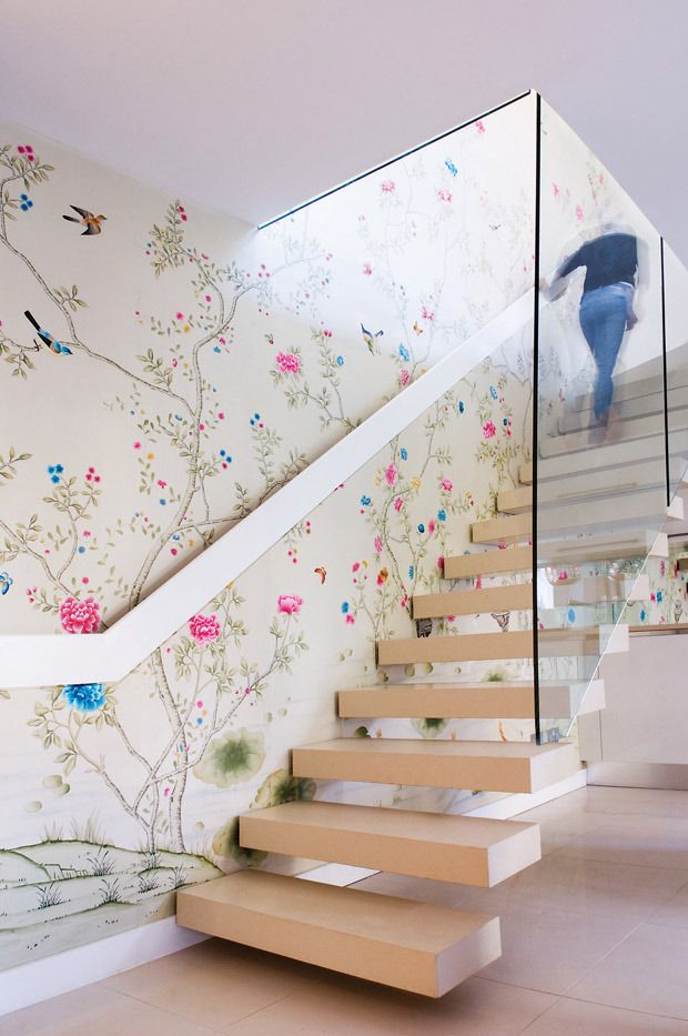 Make an Entrance. Swoon-worthy Chinoiserie Wallpaper in this modern stair hall. #home #entrance #ideas