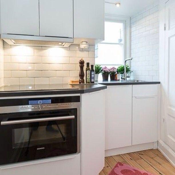 Kitchen #кухня #дизайн #интерьер #белый #стиль #черный #окно #фартук #декор #interior #decor #design #style #kitchen #white #window