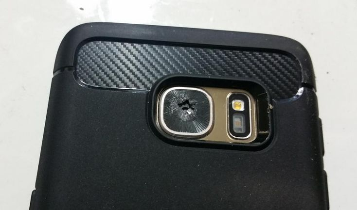 Posiadacze Samsunga Galaxy S7 donoszą, że w ich urządzeniach szkło tylnej kamery pęka samoistnie.   #aparat #defekt #forum #GalaxyS7 #samsung #szkoło #kamera