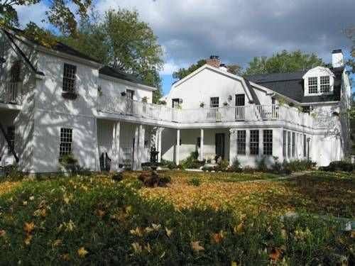 Connecticut River Valley Inn (2195 Main Street) Offering a homemade breakfast and free Wi-Fi, this charming bed and breakfast is located in Glastonbury just 12.2 km from Hartford city centre. A gas fireplace is featured in each spacious room. #bestworldhotels #hotel #hotels #travel #us #connecticut