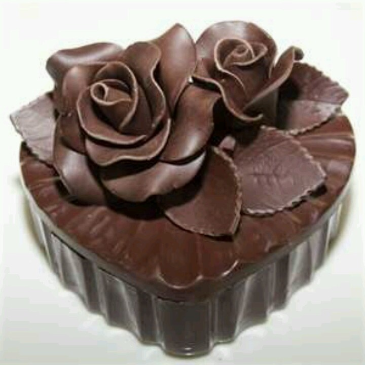 Chocolate roses: Trinket Boxes, Chocolates Cakes, Chocolates Cupcakes, Chocolates Gifts, Chocolates Heart, Chocolate Hearts, Gifts Boxes, Chocolates Rose, Heart Cakes
