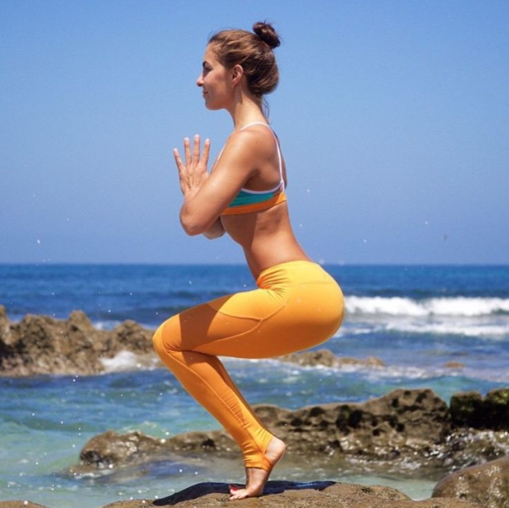 @AubryMarie in the Coast Legging in Flame Orange, Westerly Bra in Aqua/White/Flame Orange http://www.aloyoga.com/bottoms/w5439r-coast-legging