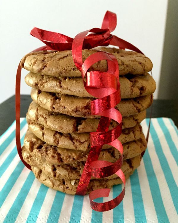 Salted caramel chocolate chip cookies made with spelt flour. Low FODMAP // Tony Chocolonely gezouten karamel koekjes. Low FODMAP