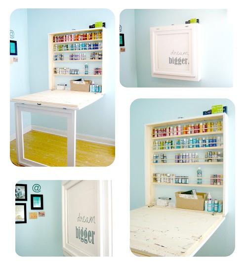 Cacher un bureau d'appoint ou un établi de bricolage et de craft. Mettre une jolie photo ou un tableau ou un morceau de papier peint à l'intérieur du cadre-pied
