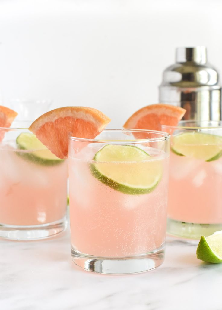 Pool Drinks, Summer Drinks, Fun Drinks, Beverages, Summer Food, Raspberry Cocktail, Grapefruit Cocktail, Skinny Alcoholic Drinks, Diet Drinks