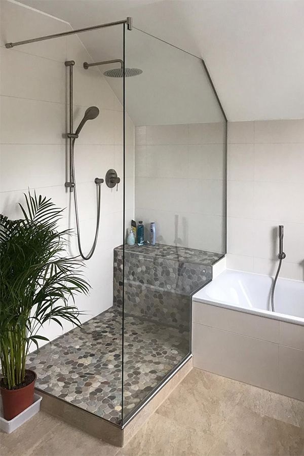 Duschen unter der Dachschräge sind raumsparend