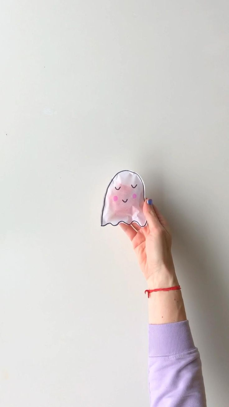 Te enseño a hacer estas bolsitas para regalar a los niños en #halloween #halloweencandy #halloweenideas #halloweendiycrafts #ghost #papercrafts Halloween Costumes For Teens, Halloween Games, Diy Halloween Decorations, Halloween Diy, Halloween Cookies, Halloween Treats, Ghost Costume Diy, Adidas Stan Smith, Photo And Video
