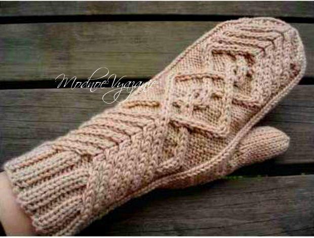 Варежки рельефным узором - Модное вязание
