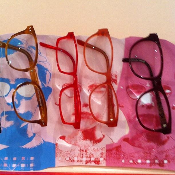 Welke bril zet jij vandaag op? Brillen-display by Marijke van Kampen