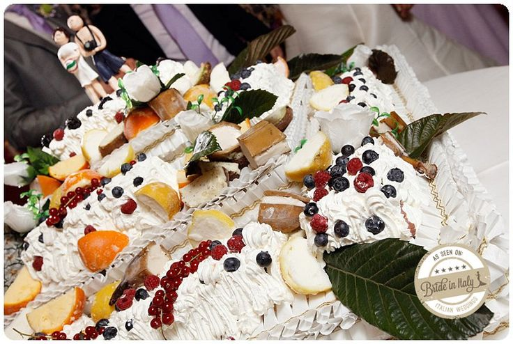 This wedding cake is amazing. The base is a parfait, and each fruit skin contains fruit flavored ice cream. Ph Fibre di Luce http://www.brideinitaly.com/2013/11/fibrediluce-urbino.html #italianstyle #wedding #gelato